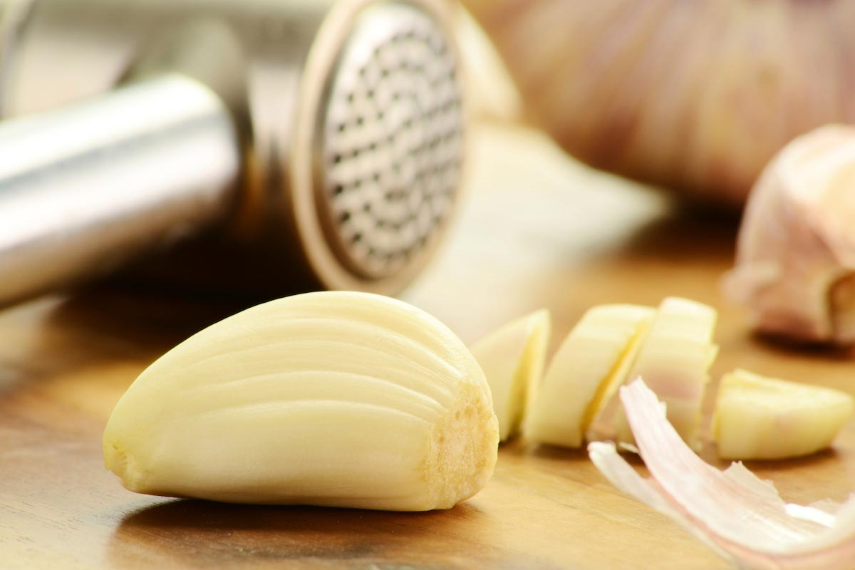 Reduce the risk of lung and bowel cancer 40% by eating raw, pulverized garlic daily
