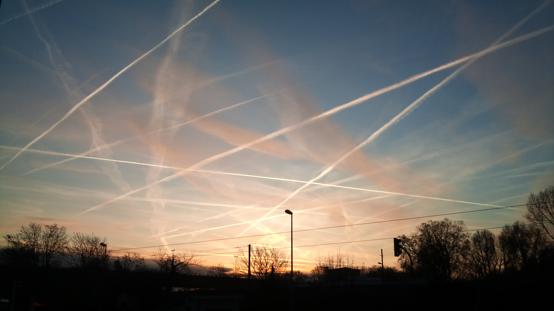 Image: Military whistleblower exposes existence of chemtrails