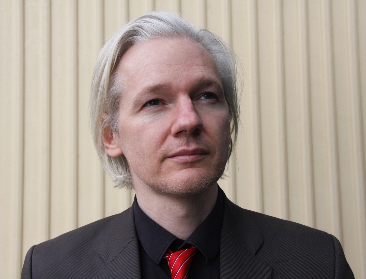 Image: Leftist conspiracy theory collapses as Julian Assange confirms Russia not involved in Wikileaks dumps