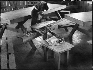 San Bruno, California. An art school wall has been established in this Assembly center with large enrollment and a well trained, experienced Japanese staff under the leadership of Professor Chiura Obata of the University of California. This photograph shows a student in Still Life class painting a free water color.